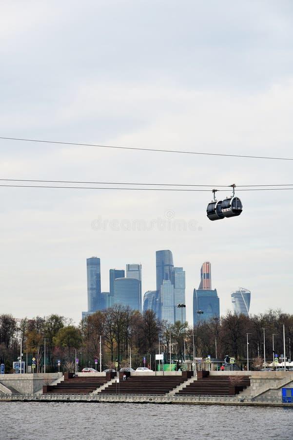 Νέο ropeway στη Μόσχα που συνδέει τους λόφους περιοχής και Vorobyovy sportsa Luzhniki στοκ εικόνες