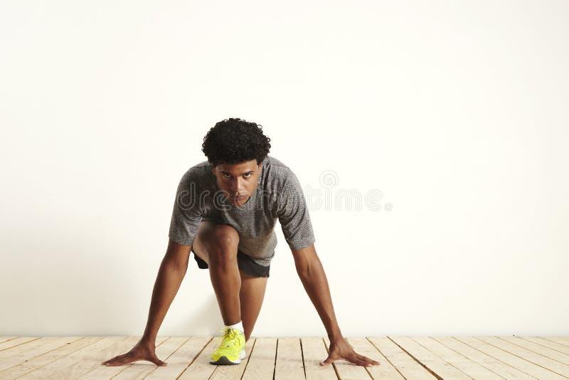 Νέο sprinter που παίρνει έτοιμο να αρχίσει στοκ φωτογραφία με δικαίωμα ελεύθερης χρήσης