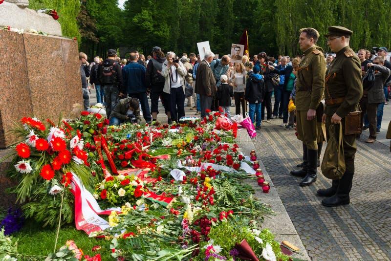 Νίκη ημέρα ( Στις 9 Μαΐου )  στο πάρκο Treptower Βερολίνο Γερμανία στοκ εικόνες