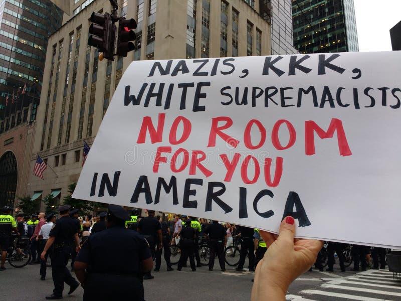 Ναζί, KKK, λευκή υπεροχή, κανένα δωμάτιο για σας στην Αμερική, NYC, Νέα Υόρκη, ΗΠΑ στοκ εικόνες