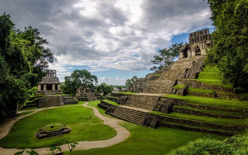 Ναοί της διαγώνιας ομάδας στις των Μάγια καταστροφές Palenque - Chiapas, Μεξικό στοκ εικόνα με δικαίωμα ελεύθερης χρήσης