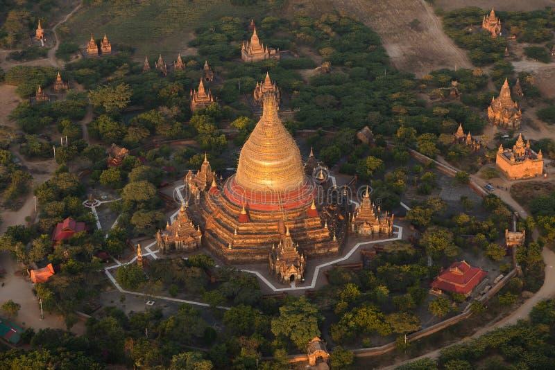 Ναοί Bagan που βλέπουν από ένα μπαλόνι ζεστού αέρα στοκ εικόνα