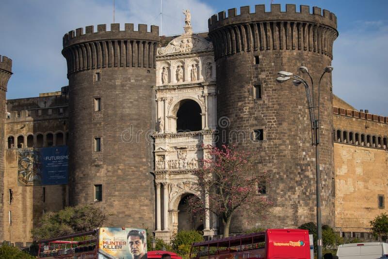ΝΑΠΟΛΗ, ΙΤΑΛΙΑ - 4 Νοεμβρίου 2018 Castel Nuovo το νέο Castle καλύτερα - γνωστός ως Maschio Angioino Angevin κρατήστε και λεωφορεί στοκ φωτογραφίες με δικαίωμα ελεύθερης χρήσης