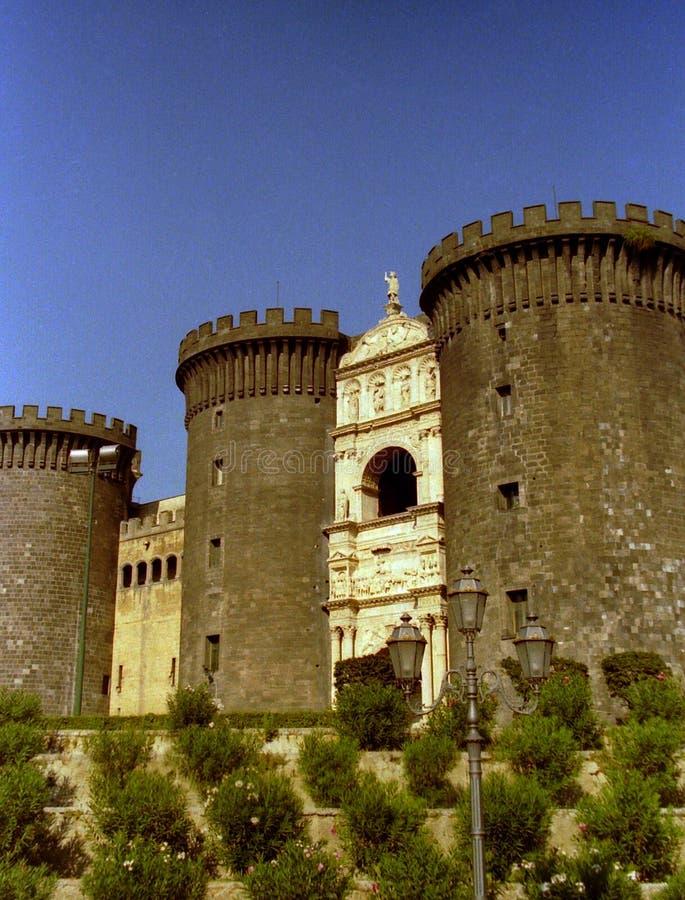 ΝΑΠΟΛΗ, ΙΤΑΛΙΑ, 1984 - το Maschio Angioino ή Castel Nuovo είναι ένα σύμβολο της μεσαιωνικής και ιστορίας αναγέννησης της πόλης στοκ φωτογραφίες με δικαίωμα ελεύθερης χρήσης