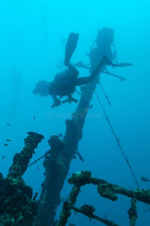 Ναυάγιο και δύτης σκαφάνδρων, Μαλδίβες στοκ φωτογραφία με δικαίωμα ελεύθερης χρήσης
