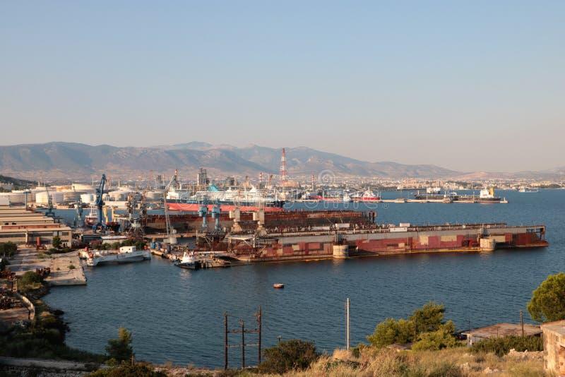 Ναυπηγείο και αέριο τελικό Elefsina, Ελλάδα στοκ φωτογραφίες με δικαίωμα ελεύθερης χρήσης