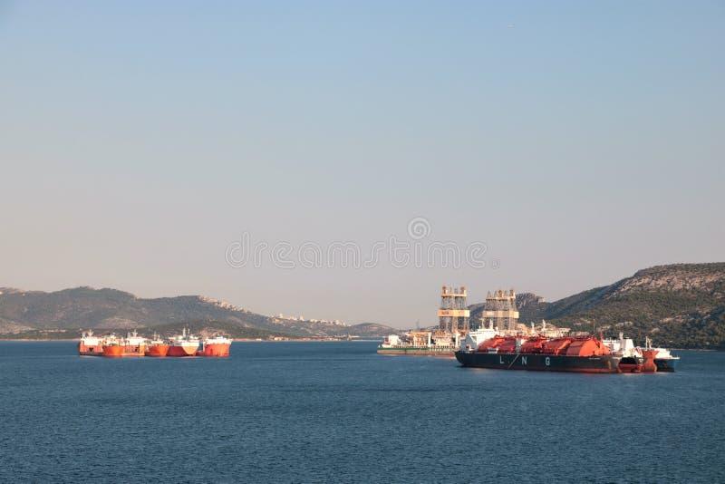 Ναυπηγείο και αέριο τελικό Elefsina, Ελλάδα στοκ εικόνες