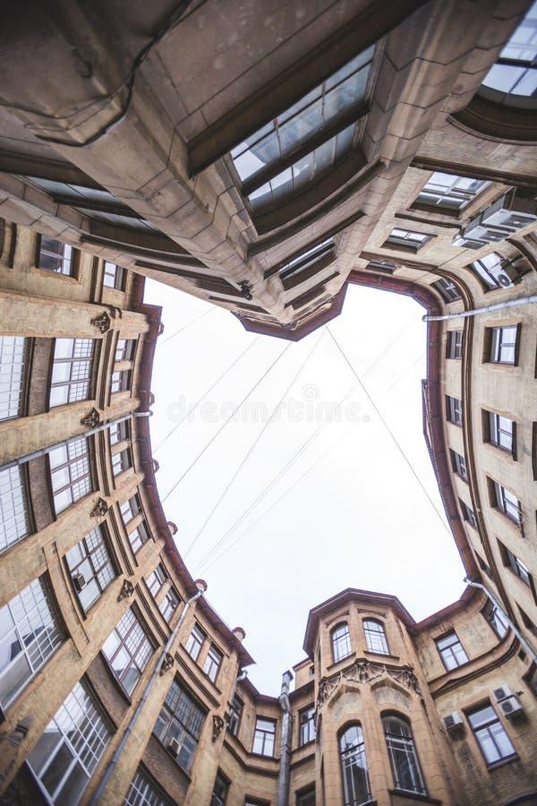 Ναυπηγείο καλά στη Αγία Πετρούπολη Κατώτατο σημείο επάνω στην άποψη στοκ φωτογραφία
