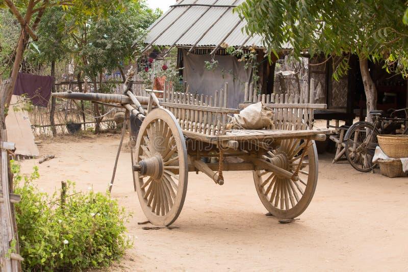 Ναυπηγείο με ένα ξύλινο κάρρο bagan Myanmar στοκ εικόνα
