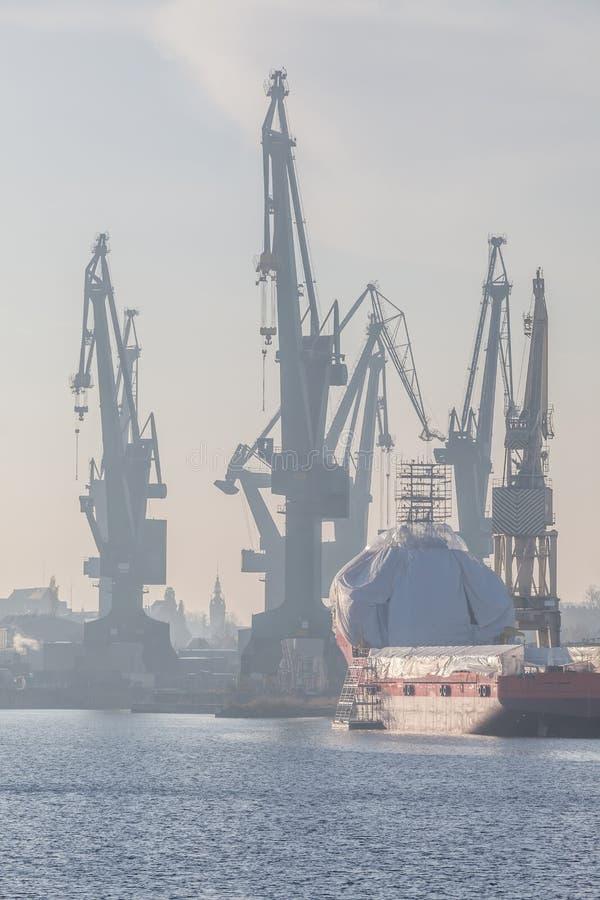 Ναυπηγείο του Γντανσκ - ομίχλη το πρωί στοκ εικόνες