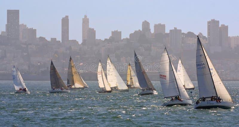 Download ναυσιπλοΐα πόλεων στοκ εικόνες. εικόνα από πανί, ύδωρ, κόλπων - 63424