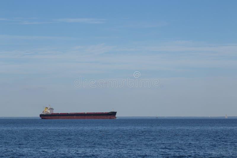 Ναυσιπλοΐα σκαφών εμπορευματοκιβωτίων στοκ φωτογραφία