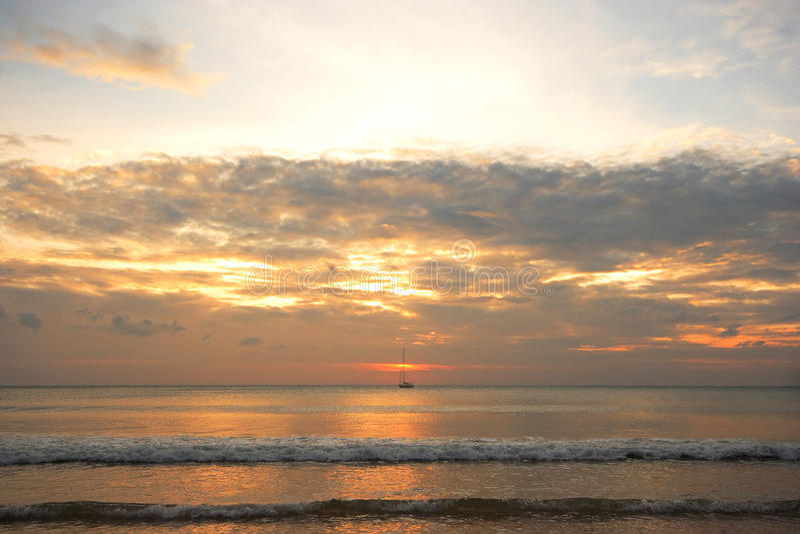 Ναυσιπλοΐα στο ηλιοβασίλεμα στοκ φωτογραφίες