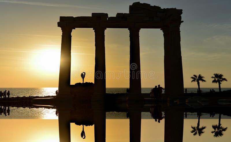 Ναός απόλλωνα και ηλιοβασίλεμα και gymnast στο ναό στοκ εικόνες με δικαίωμα ελεύθερης χρήσης