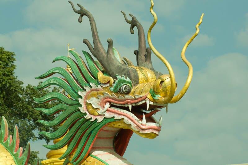ναός Ταϊλάνδη αγαλμάτων του Σηάν δράκων buri chon στοκ εικόνα