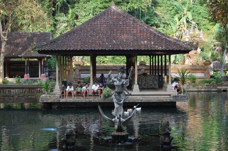 Ναός του Μπαλί Ινδονησία με τα παιδιά στο υπόβαθρο στοκ εικόνες