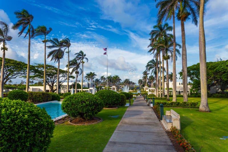 Ναός Laie με τις όμορφες πηγές και άποψη κήπων σχετικά με Oahu το νησί, Χαβάη στοκ εικόνες