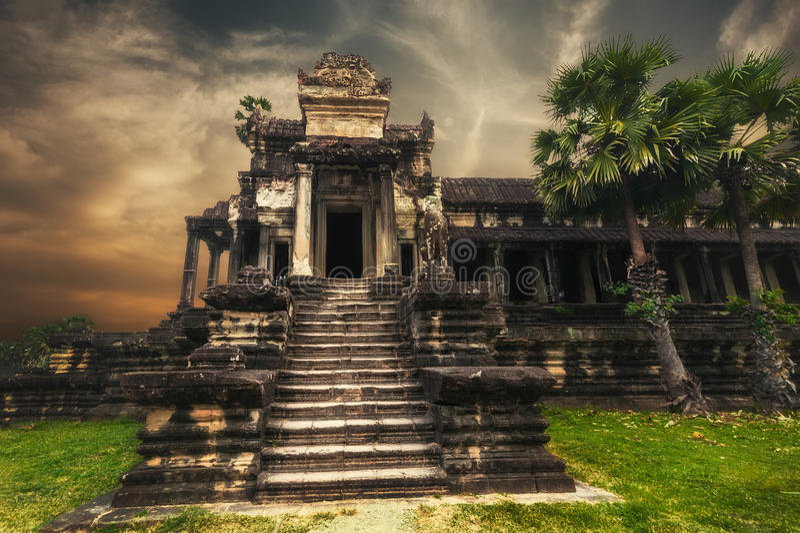 Ναός Thom Angkor στο ηλιοβασίλεμα το angkor Καμπότζη συγκεντρώνε στοκ εικόνα με δικαίωμα ελεύθερης χρήσης