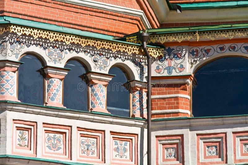 Ναός Vasiliy μακάριος Παράθυρα σε μια στοά στοκ φωτογραφία με δικαίωμα ελεύθερης χρήσης