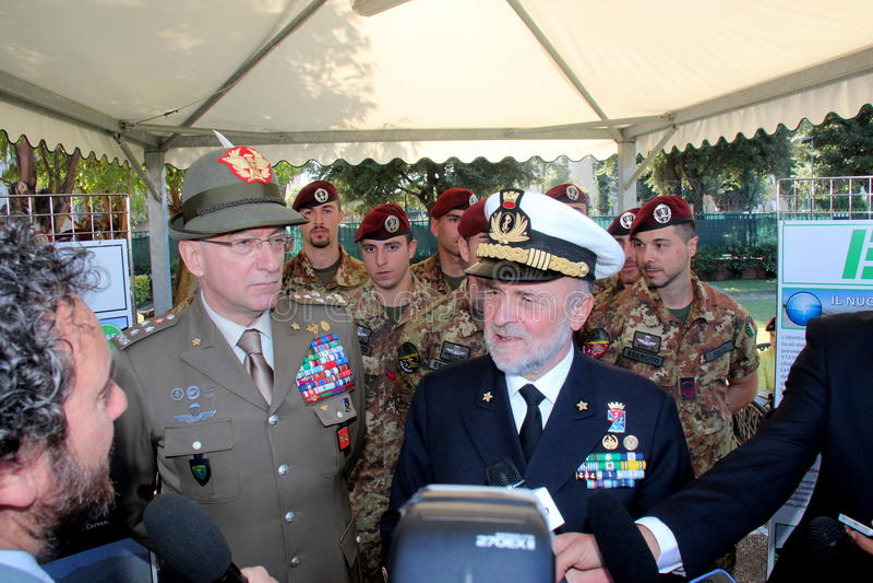 Ναύαρχος Binelli Mantelli, στρατηγός Claudio Graziano στοκ εικόνα με δικαίωμα ελεύθερης χρήσης