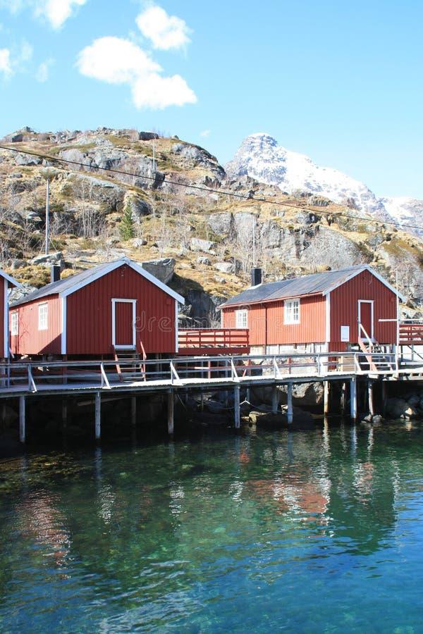 να αντανακλάσει nusfjord rorbuer δύο στοκ εικόνες