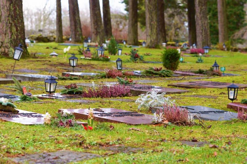 Να βρεθεί κόκκινες ταφόπετρες γρανίτη στοκ εικόνες με δικαίωμα ελεύθερης χρήσης