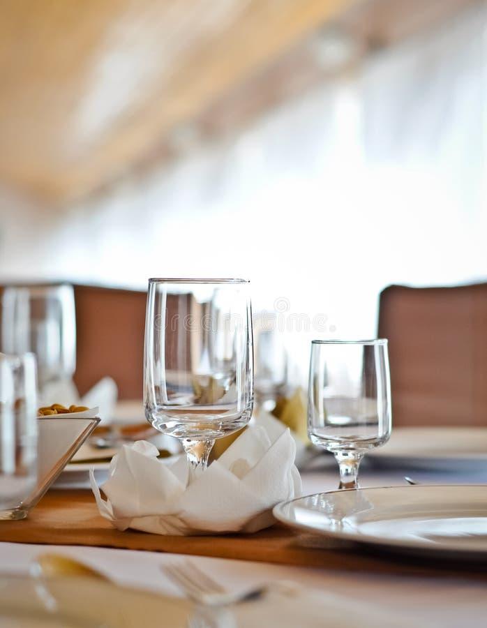 να δειπνήσει κομψός πίνακας στοκ φωτογραφίες με δικαίωμα ελεύθερης χρήσης