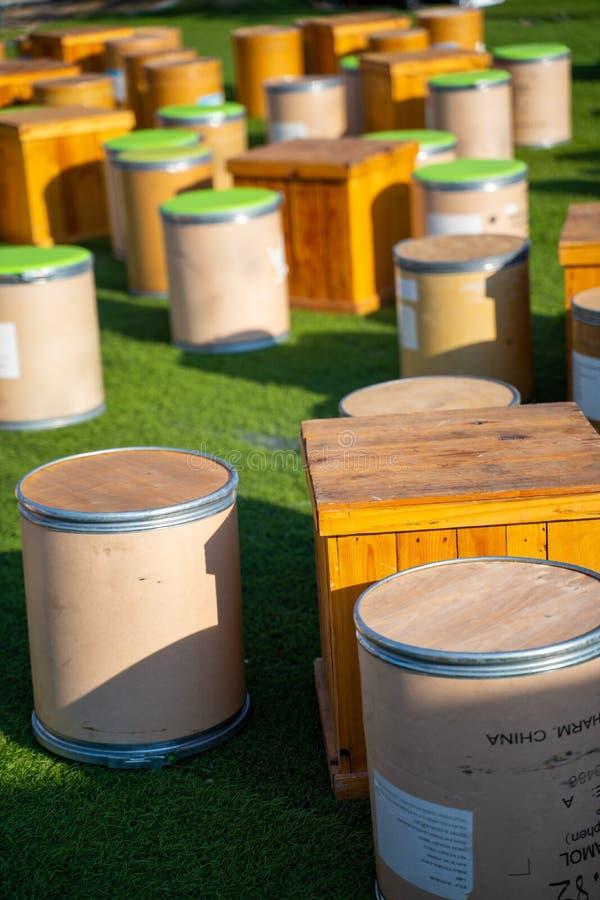 Να δειπνήσει πίνακας από το ξύλινο κιβώτιο στοκ φωτογραφία με δικαίωμα ελεύθερης χρήσης