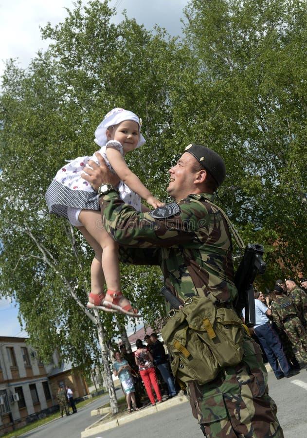 Να δει από μια αποσύνδεση μιας ειδικής αστυνομικής δύναμης OMON σε ένα επαγγελματικό ταξίδι στο βόρειο Καύκασο σχετικά με στοκ εικόνες με δικαίωμα ελεύθερης χρήσης