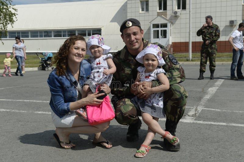 Να δει από μια αποσύνδεση μιας ειδικής αστυνομικής δύναμης OMON σε ένα επαγγελματικό ταξίδι στο βόρειο Καύκασο σχετικά με στοκ εικόνες