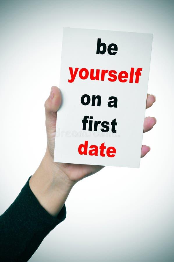 Να είστε οι ίδιοι κατά μια πρώτη ημερομηνία στοκ εικόνα με δικαίωμα ελεύθερης χρήσης