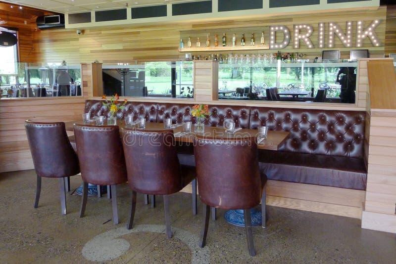 Να δειπνήσει περιοχές στο γήπεδο του γκολφ Clubhouse στοκ φωτογραφία με δικαίωμα ελεύθερης χρήσης
