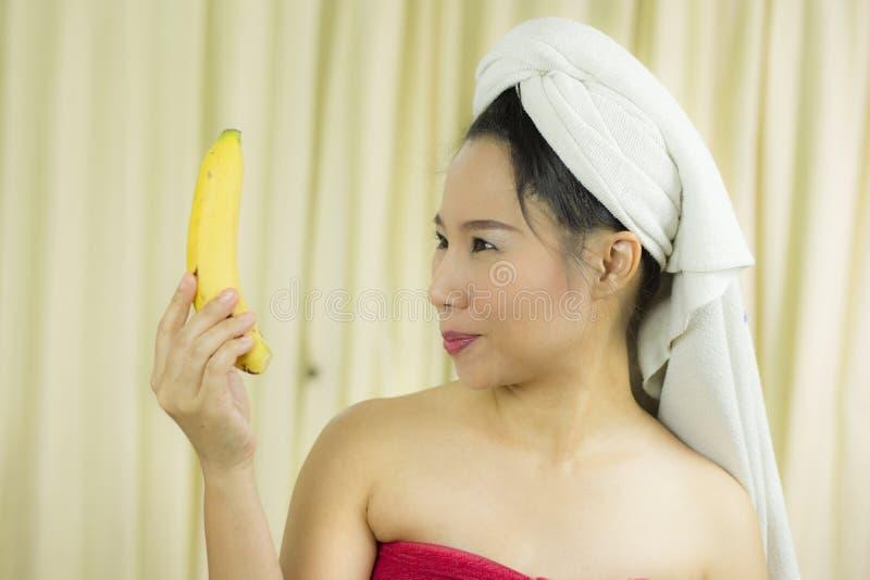 Να ενεργήσει μπανανών εκμετάλλευσης γυναικών το χαμόγελο, λυπημένος,  στοκ φωτογραφίες με δικαίωμα ελεύθερης χρήσης