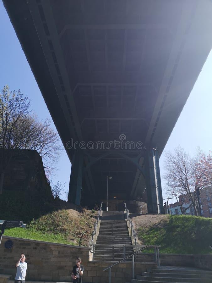 Να εξετάσει επάνω κάτω από τη γέφυρα Τάιν στοκ εικόνες με δικαίωμα ελεύθερης χρήσης