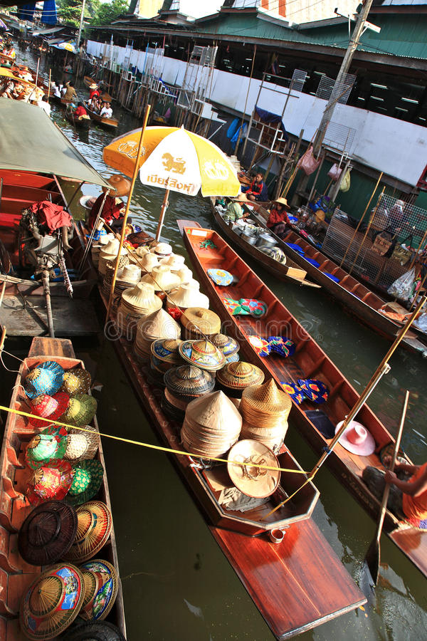 να επιπλεύσει αγορά Ταϊλά&n στοκ εικόνες