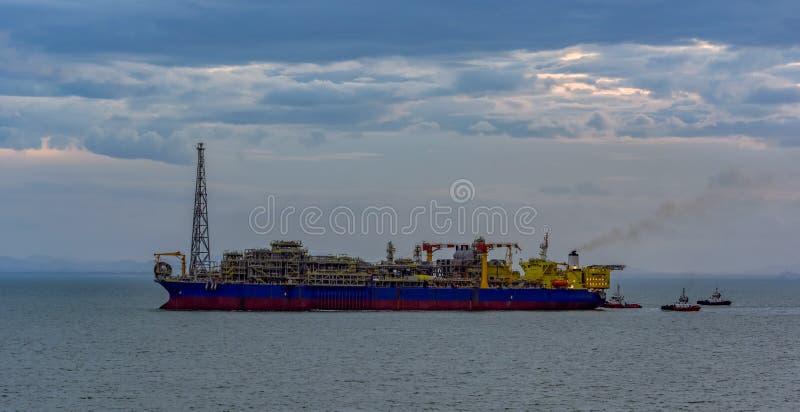 Να επιπλεύσει παραγωγή, αποθήκευση και ξεφορτώνοντας σκάφος (FPSO) στοκ εικόνα