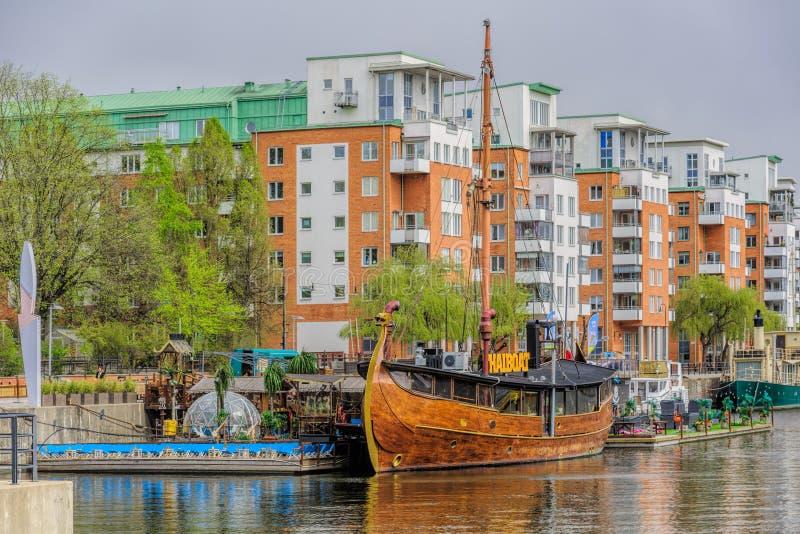 Να επιπλεύσει ταϊλανδική μορφή εστιατορίων THAIBOAT ih του εκλεκτής ποιότητας σκάφους Βίκινγκ με την τεχνητή μίνι παραλία σε ένα  στοκ εικόνα