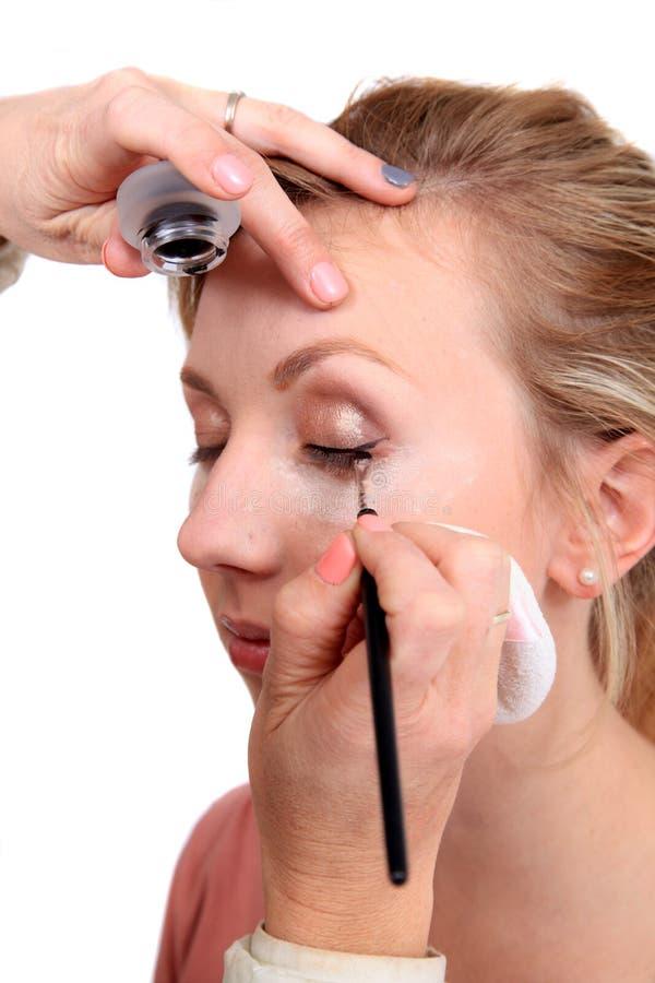 να ισχύσει makeup στοκ εικόνες με δικαίωμα ελεύθερης χρήσης