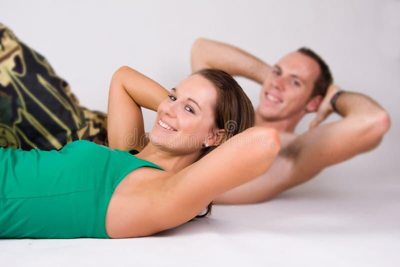 να κάνει ζευγών κάθεται τ&omic στοκ εικόνα με δικαίωμα ελεύθερης χρήσης