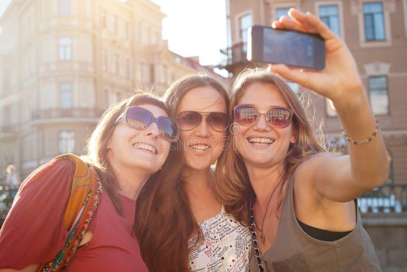 Να κάνει κοριτσιών selfy στοκ φωτογραφίες με δικαίωμα ελεύθερης χρήσης