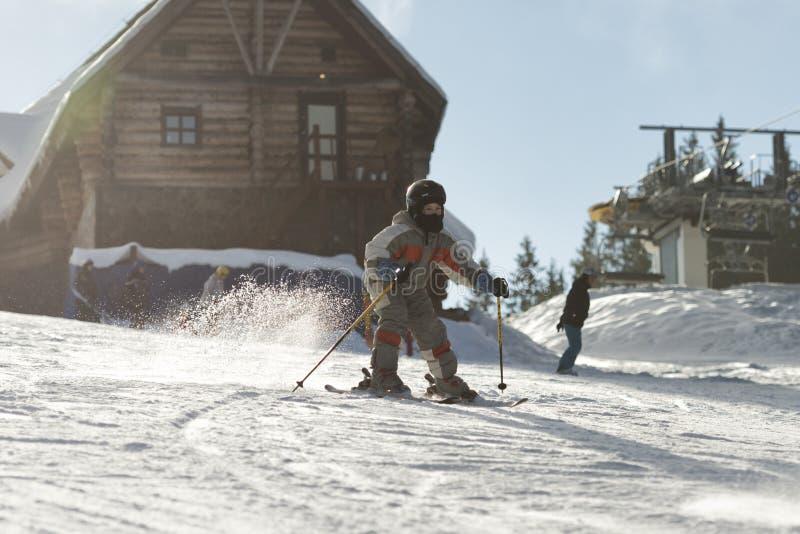 Να κάνει σκι παιδιών στοκ φωτογραφία με δικαίωμα ελεύθερης χρήσης