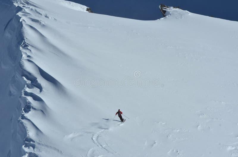 Download να κάνει σκι σκονών στοκ εικόνες. εικόνα από ορών, γενναίο - 22780614