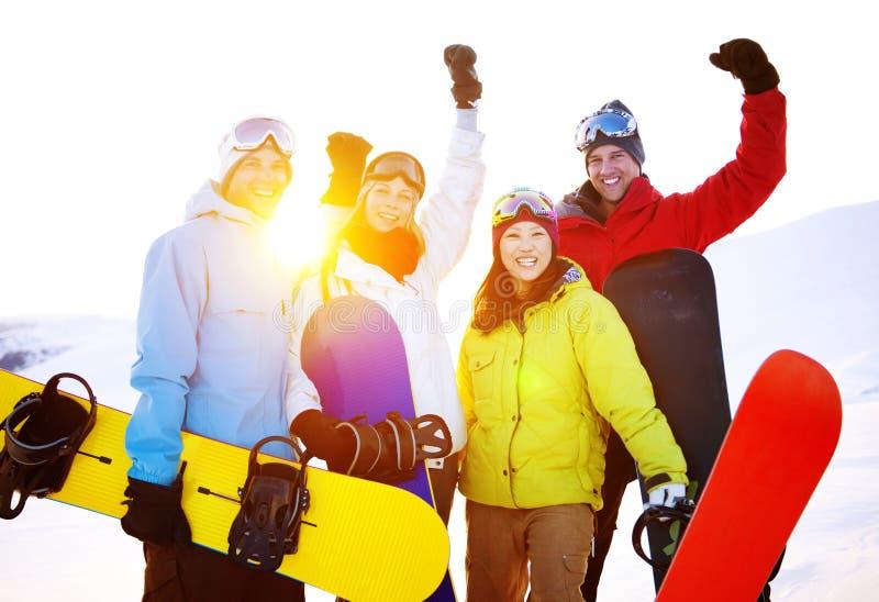 Να κάνει σκι Snowboarders ακραία χειμερινή έννοια φίλων στοκ εικόνες με δικαίωμα ελεύθερης χρήσης