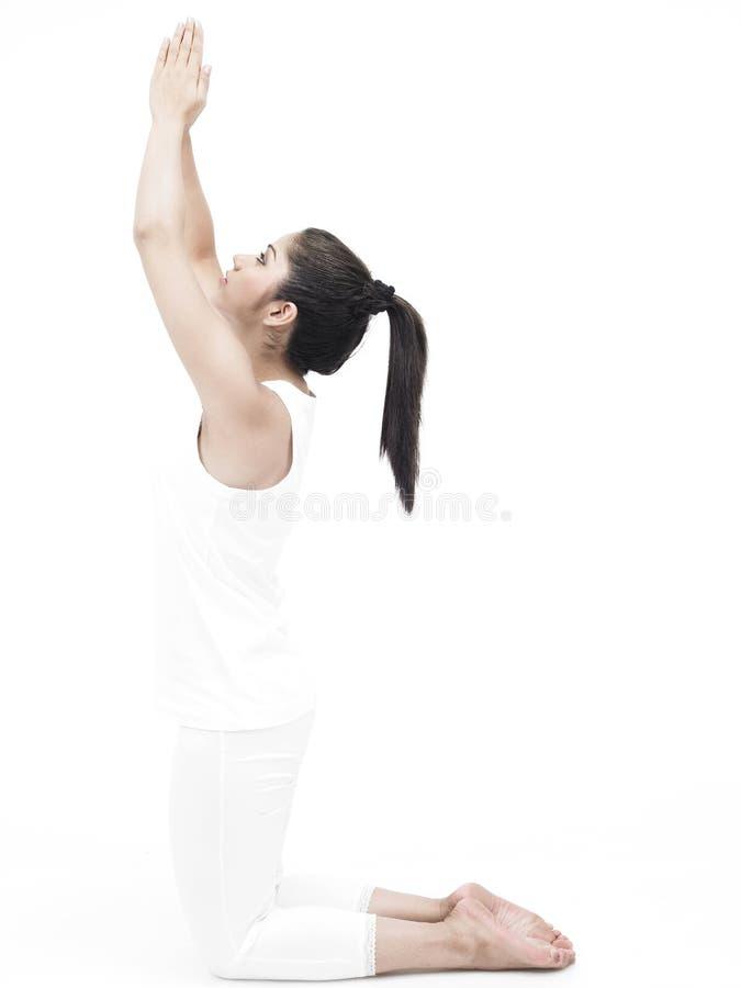 να κάνει τη γιόγκα γυναικών άσκησης στοκ φωτογραφίες