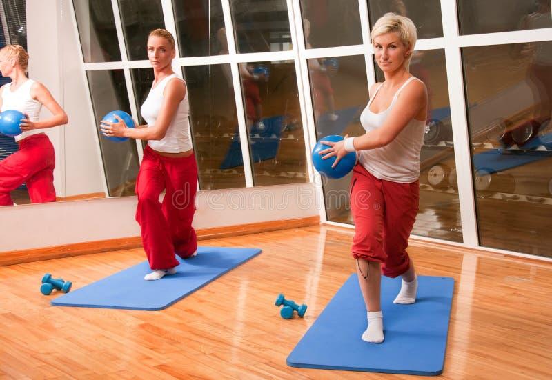 να κάνει τους ανθρώπους ομάδας ικανότητας άσκησης στοκ φωτογραφίες με δικαίωμα ελεύθερης χρήσης