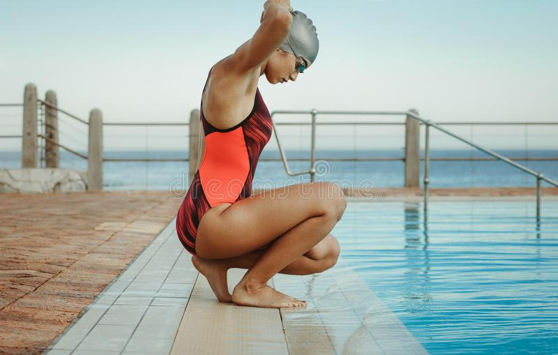 Να πάρει γυναικών έτοιμο για κολυμπά στοκ φωτογραφία