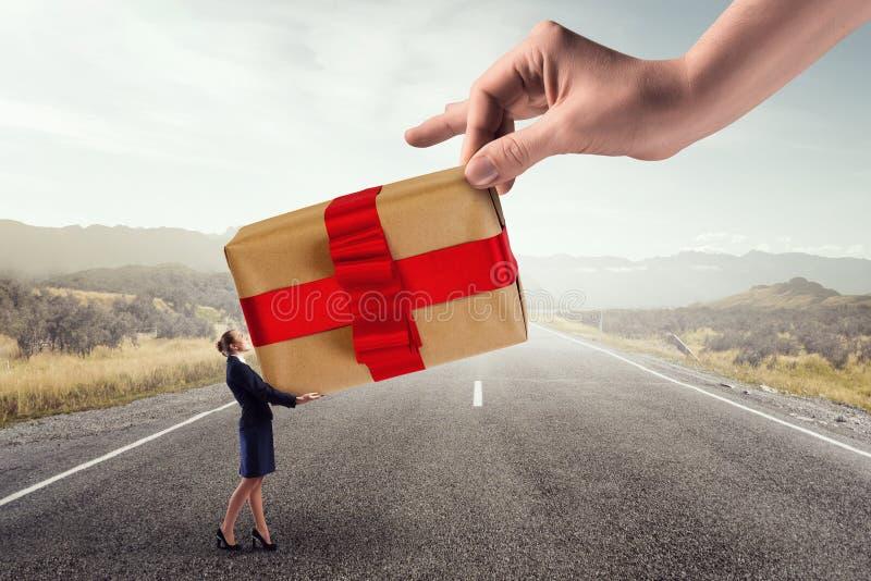 Να πάρει το δώρο ή το επίδομα στοκ φωτογραφία με δικαίωμα ελεύθερης χρήσης