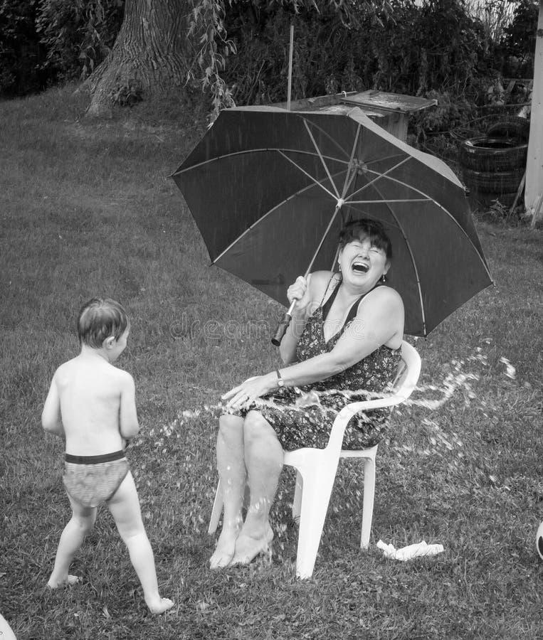 Να πάρει υγρός στη βροχή. στοκ εικόνες με δικαίωμα ελεύθερης χρήσης