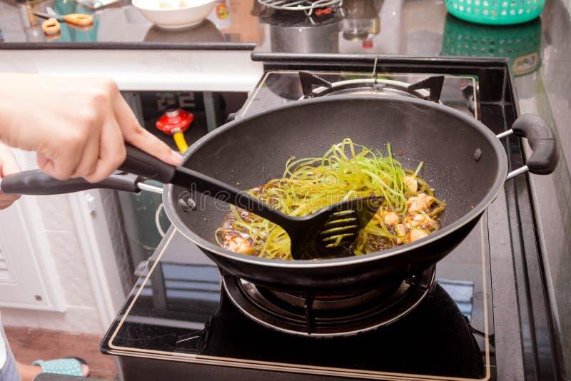 να προετοιμαστεί τροφίμω& στοκ εικόνες