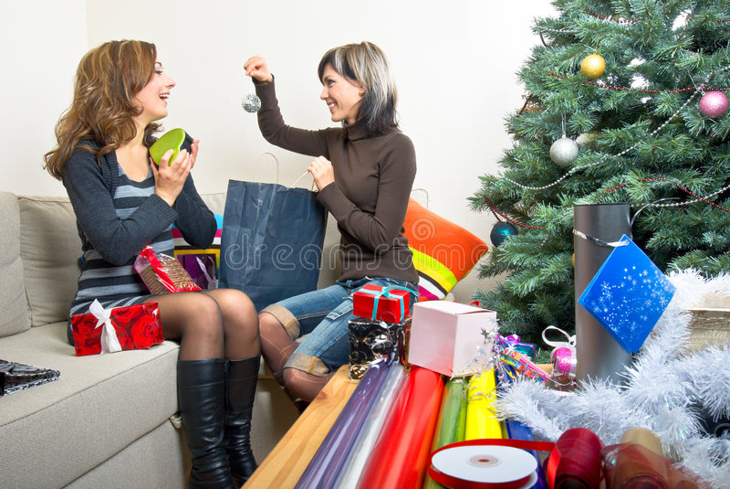 να προετοιμαστεί φίλων Χριστουγέννων παρουσιάζει στοκ φωτογραφίες με δικαίωμα ελεύθερης χρήσης